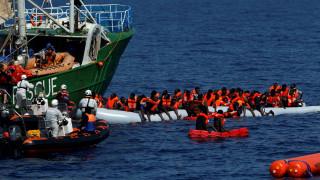 Επιχείρηση για τη διάσωση εκατοντάδων μεταναστών στη Μεσόγειο