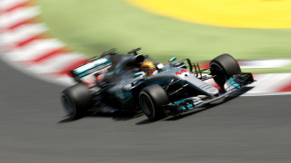 F1: Νικητής ο Χάμιλτον στην μονομαχία με τον Φέτελ στην Βαρκελώνη (vid)