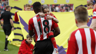 Συγκίνησε και πάλι ο Defoe: Αγκαλιά στο γήπεδο με τον 5χρονο φίλο του (pics&vid)