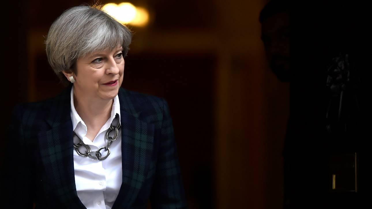 Μ.Βρετανία: Το κόμμα της Μέι αύξησε την διαφορά του από τους Εργατικούς