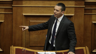 Το επεισόδιο Κασιδιάρη - Δένδια στη Βουλή (vid)
