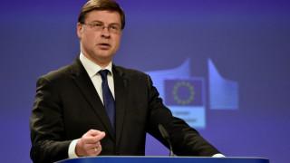 Ντομπρόβσκις: Η Ελλάδα θα μπορούσε να επιστρέψει σύντομα στις αγορές