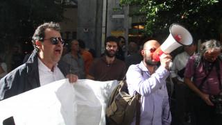 Επιστήμονες και ελεύθεροι επαγγελματίες έξω από τη Βουλή την Πέμπτη το απόγευμα