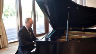 Οι δικαιολογίες του Πούτιν για την... φάλτσα μελωδία στο πιάνο (vid)