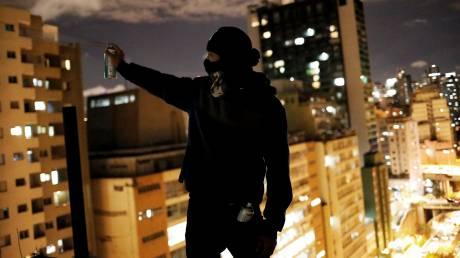 Ο πόλεμος των τοίχων: Τα γκραφίτι διαμαρτυρίας διχάζουν τη Βραζιλία