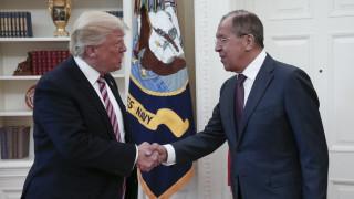 Απόρρητες πληροφορίες αποκάλυψε στον Λαβρόφ ο Τραμπ, ισχυρίζεται η Washington Post