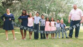 Υιοθέτησαν όχι ένα, ούτε δύο αλλά επτά παιδιά!