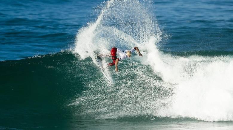 Surfing: Αμαζόνες σκίζουν τα κύμματα στο Ρίο (vid)