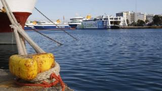 Η ΠΝΟ «δένει» τα πλοία στα λιμάνια μέχρι την Παρασκευή