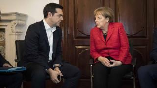 Τηλεφωνική επικοινωνία Τσίπρα - Μέρκελ με επίκεντρο το ζήτημα του ελληνικού χρέους