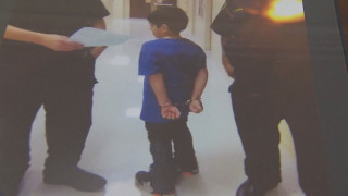 Πέρασαν χειροπέδες σε 7χρονο με ειδικές ανάγκες