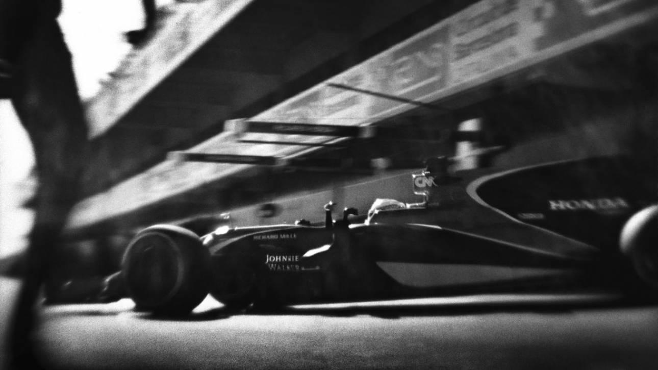 Ο Joshua Paul δίνει μια vintage ματιά στην Formula 1 με μια κάμερα 104 ετών (Pics)