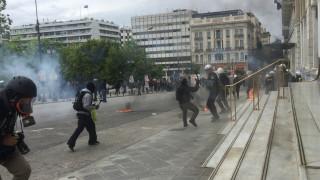 Ένταση με μολότοφ και χημικά στο κέντρο της Αθήνας (pics&vids)