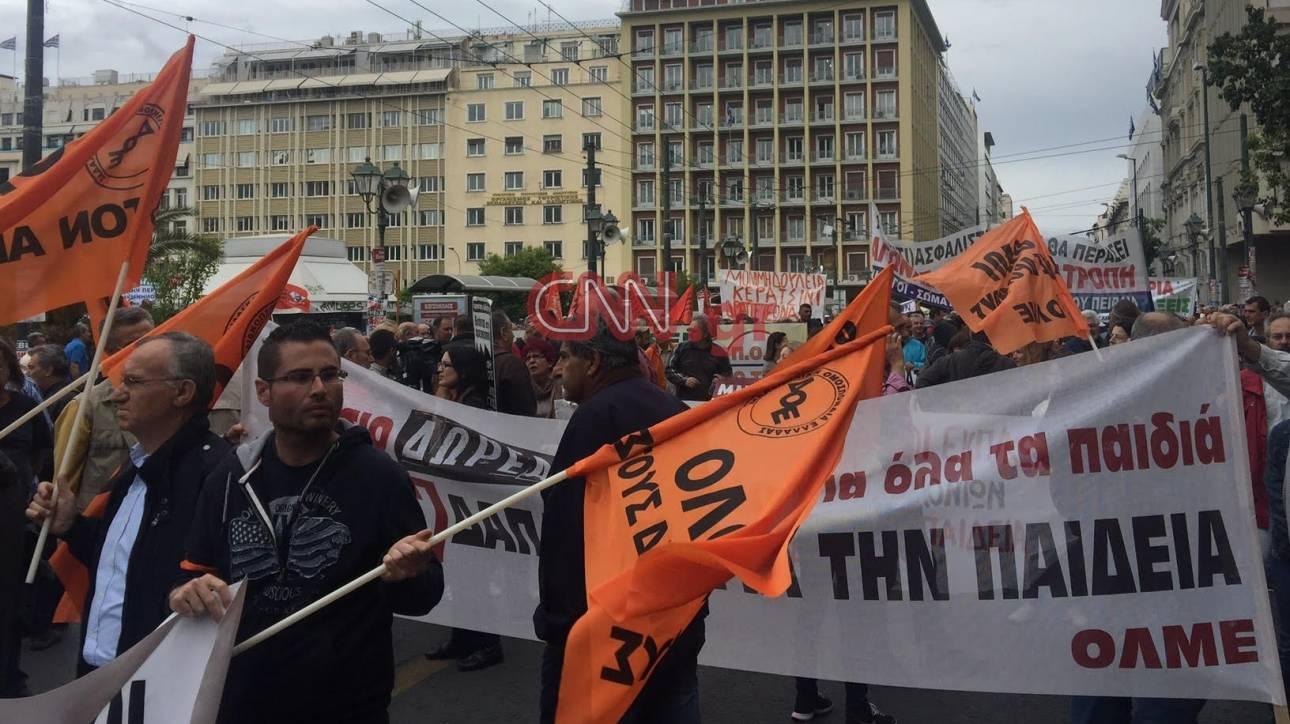 Με μικροεπεισόδια ολοκληρώθηκαν οι διαδηλώσεις στο κέντρο της Αθήνας (pics&vids)