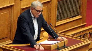 Ο Τόσκας επιμένει πως δεν θα υπάρξει καμία μείωση στις αποδοχές των ενστόλων