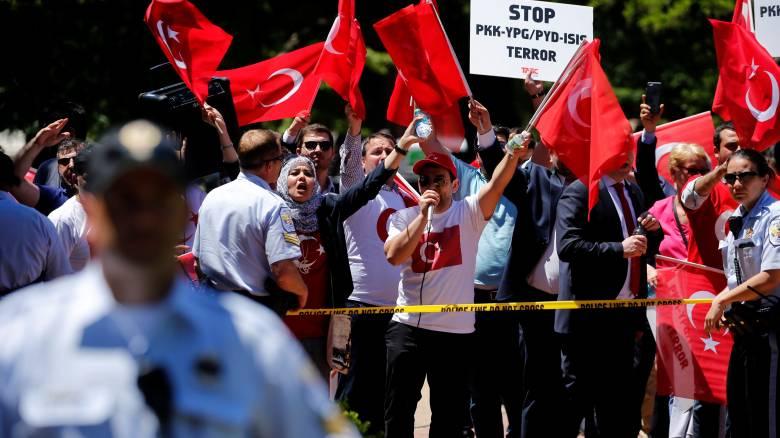 Ουάσιγκτον:Καταδικάζει τα επεισόδια ανάμεσα στους σωματοφύλακες του Ερντογάν και Κούρδους διαδηλωτές