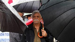Υπό βροχή η πορεία των συνταξιούχων κατά του πολυνομοσχεδίου (pics&vid)