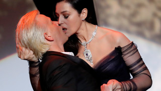 Κάννες 2017: Το φιλί της Μπελούτσι & η διχόνοια της επιτροπής