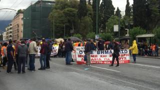 Ένταση έξω από το υπουργείο Διοικητικής Ανασυγκρότησης - Έσπασαν την καγκελόπορτα (pics)