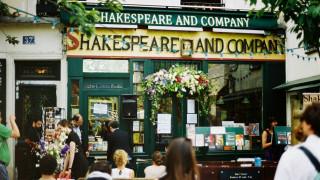 Shakespeare and Company:Το ιστορικό βιβλιοπωλείο του Παρισιού που μπορείς να ...κοιμηθείς (Pics+Vid)