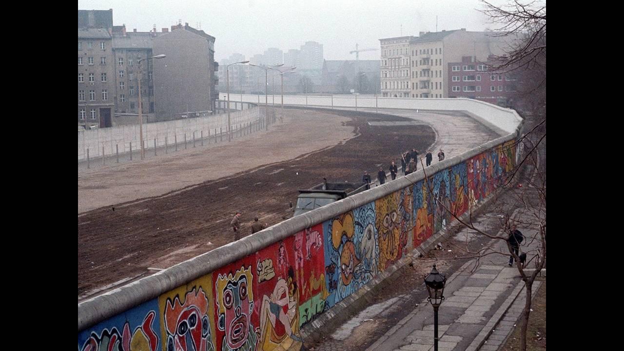 https://cdn.cnngreece.gr/media/news/2017/05/19/81325/photos/snapshot/theiry-noir-berlin.jpeg
