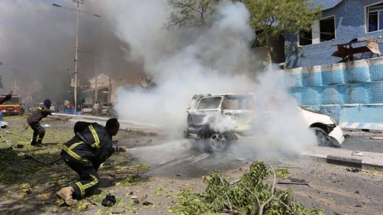 Ολόκληρη οικογένεια ξεκληρίστηκε από εκρηκτικό μηχανισμό στην άκρη του δρόμου