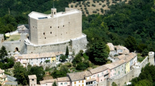 Η Ιταλία χαρίζει... πύργους και κάστρα