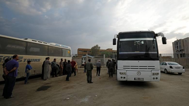 Συρία: Οι αντάρτες ξεκίνησαν να εγκαταλείπουν πολιορκημένη συνοικία της Χομς