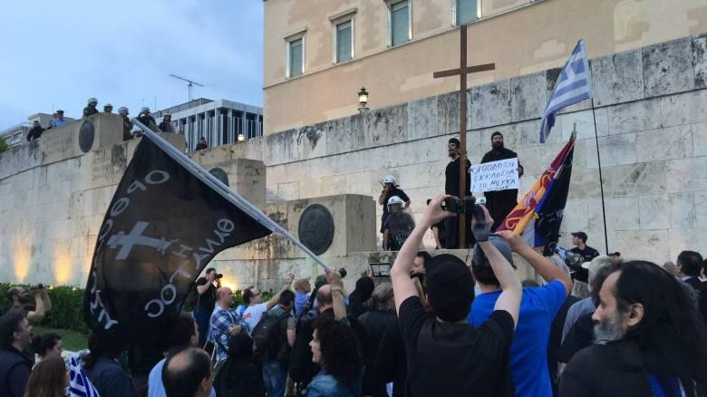 Συγκέντρωση διαμαρτυρίας Παλαιοημερολογιτών στο Σύνταγμα (pics&vid)