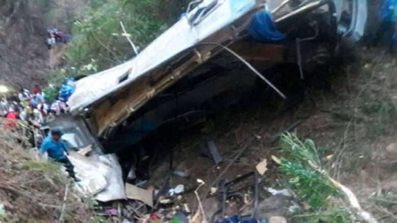 Μεξικό: Νεκροί και τραυματίες από πτώση λεωφορείου σε χαράδρα (pics)