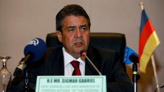 Ο Γκάμπριελ ξεφεύγει από την «γραμμή» Σόιμπλε και ζητά λύση για το ελληνικό χρέος