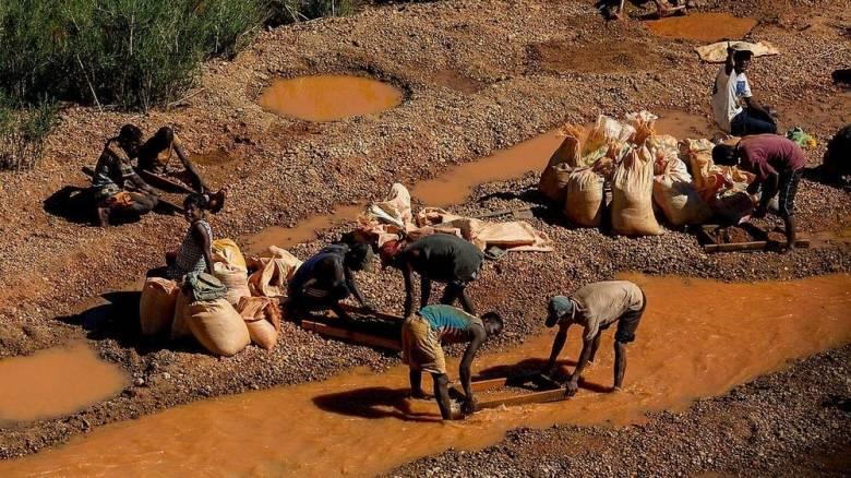 Ilakaka: Το παράνομο ορυχείο που προμηθεύει το 50% των ζαφειριών στον κόσμο (vid)