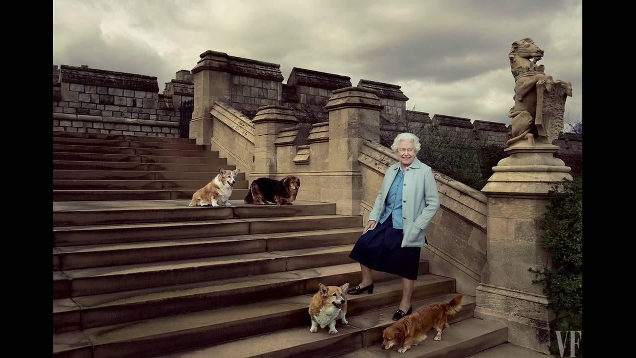 https://cdn.cnngreece.gr/media/news/2017/05/22/81688/photos/snapshot/queen-elizabeth-birthday-90-annie-leibovitz-summer-2016-vf-02.jpg