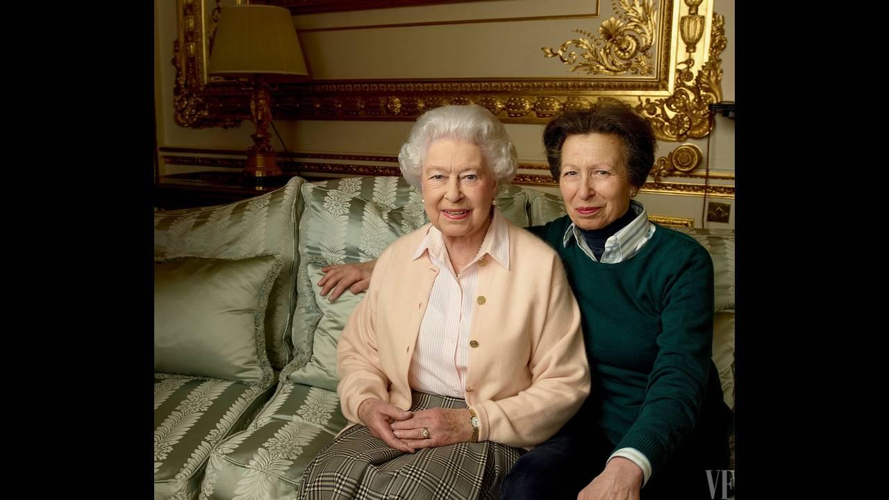 https://cdn.cnngreece.gr/media/news/2017/05/22/81688/photos/snapshot/queen-elizabeth-birthday-90-annie-leibovitz-summer-2016-vf-03.jpg