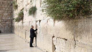 Ντόναλντ Τραμπ: Η επίσκεψή του στο Τείχος των Δακρύων και τον Πανάγιο Τάφο (pics&vid)