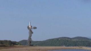 Πυραύλους μεσαίου βεληνεκούς δοκίμασε η Β. Κορέα