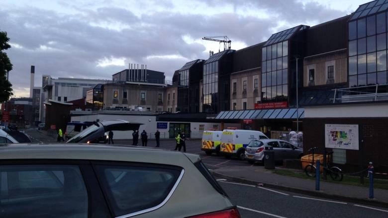 Μάντσεστερ: Δρακόντεια μέτρα ασφαλείας στο νοσοκομείο που μεταφέρθηκαν οι τραυματίες (pics&vid)