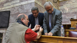Τετ α τετ Γαβρόγλου - Φίλη στη Βουλή (pics)