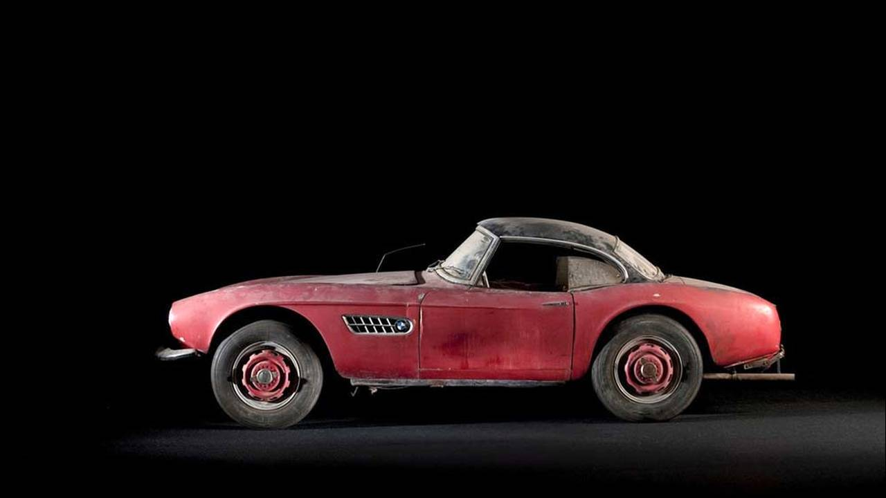 https://cdn.cnngreece.gr/media/news/2017/05/23/81844/photos/snapshot/1957-bmw-507-roadster-elvis-presley-1.jpg