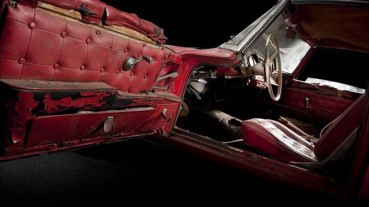 https://cdn.cnngreece.gr/media/news/2017/05/23/81844/photos/snapshot/1957-bmw-507-roadster-elvis-presley-13.jpg