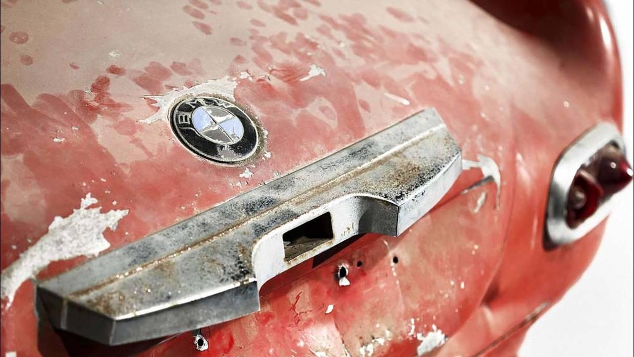 https://cdn.cnngreece.gr/media/news/2017/05/23/81844/photos/snapshot/1957-bmw-507-roadster-elvis-presley-26.jpg
