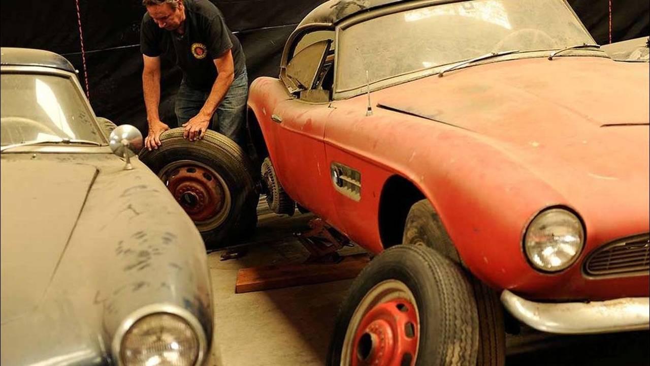 https://cdn.cnngreece.gr/media/news/2017/05/23/81844/photos/snapshot/1957-bmw-507-roadster-elvis-presley-28.jpg