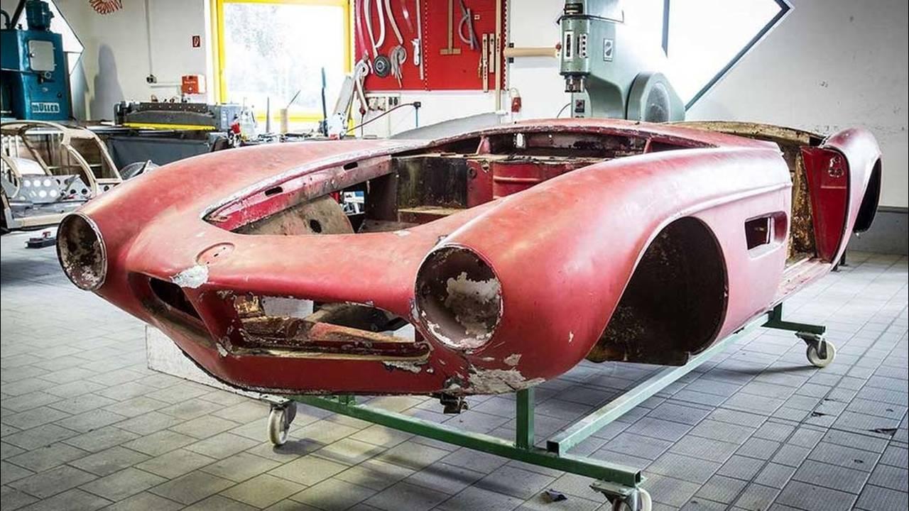 https://cdn.cnngreece.gr/media/news/2017/05/23/81844/photos/snapshot/1957-bmw-507-roadster-elvis-presley-39.jpg