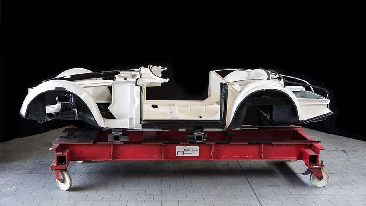 https://cdn.cnngreece.gr/media/news/2017/05/23/81844/photos/snapshot/1957-bmw-507-roadster-elvis-presley-55.jpg