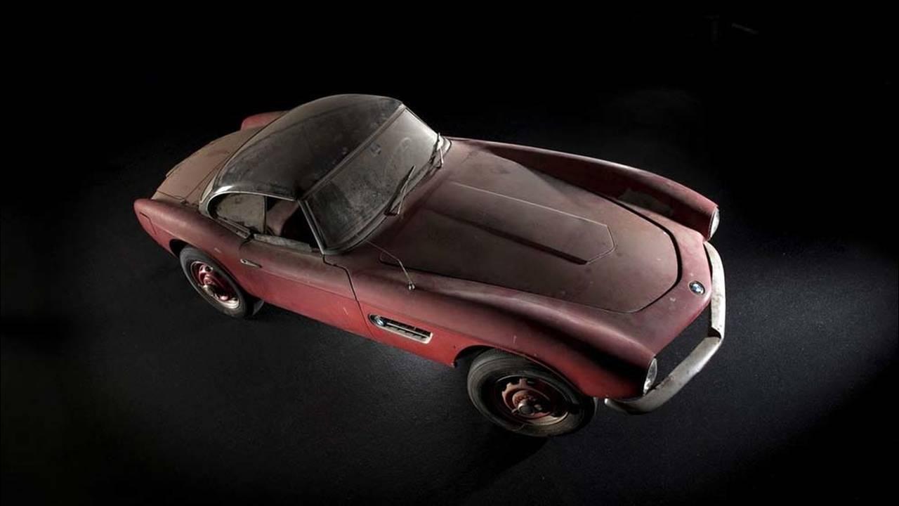 https://cdn.cnngreece.gr/media/news/2017/05/23/81844/photos/snapshot/1957-bmw-507-roadster-elvis-presley-76.jpg