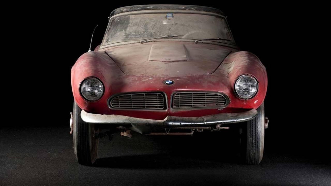 https://cdn.cnngreece.gr/media/news/2017/05/23/81844/photos/snapshot/1957-bmw-507-roadster-elvis-presley-77.jpg