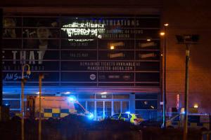 Περιπολικά και ασθενοφόρα βρίσκονται έξω από το Manchester Arena
