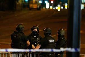 Ένοπλοι αστυνομικοί βρίσκονται στο Manchester Arena