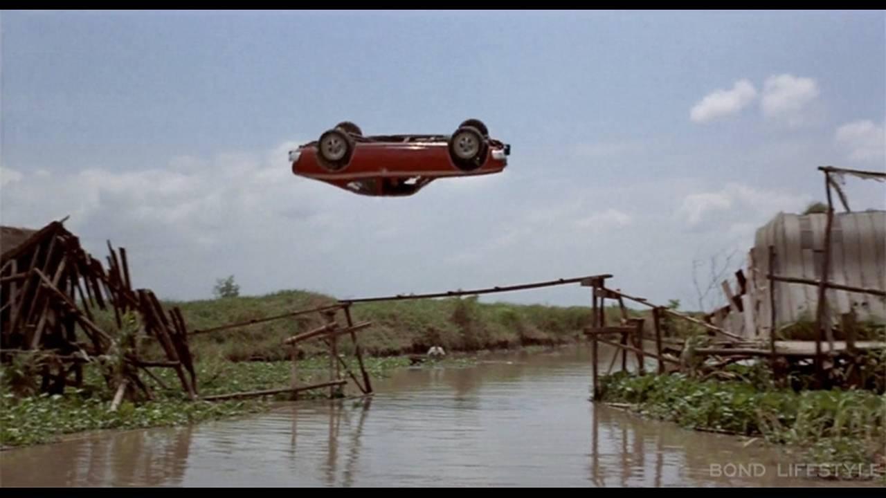 https://cdn.cnngreece.gr/media/news/2017/05/24/81968/photos/snapshot/-amc-hornet-hatchback-jump-BONDLIFESTYLE.jpg
