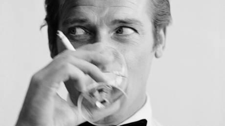 Ρότζερ Μουρ: Αντίο στον «Άγιο…007»